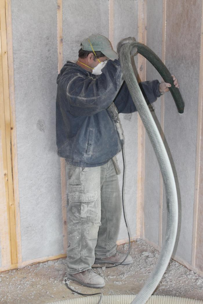 Installing dense pack cellulose cellu spray cellulose for Mold resistant insulation